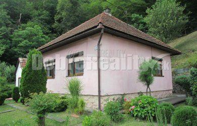 Fotka #1: Ponúkame na predaj pekný rodinný dom v obci Hodruša Hámre, 570m2