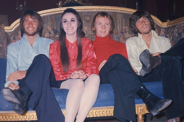 SUNDAY MIRROR ONLY Maurice Gibb, Lesley Gibb, Colin Petersen and Barry Gibb