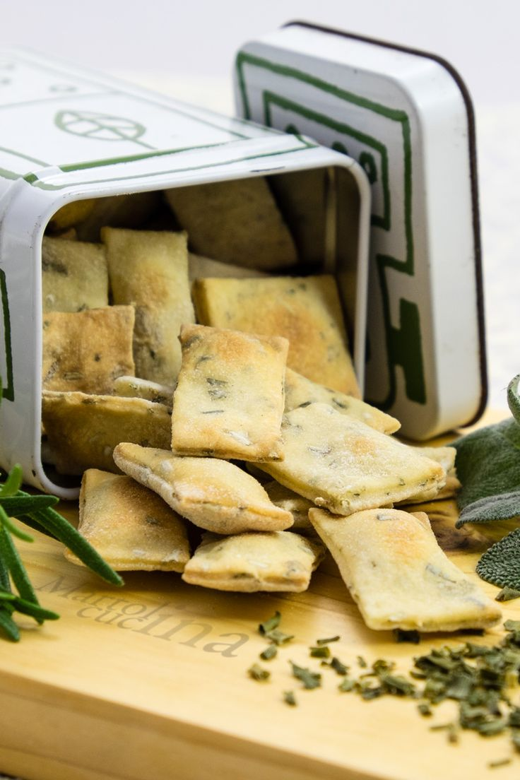 CROSTINI ALLE ERBETTE CON ESUBERO DI LIEVITO MADRE #crostini #erbette #esubero #lievitomadre #lievitonaturale #pastamadre #salatini #snack #merenda #sfizio
