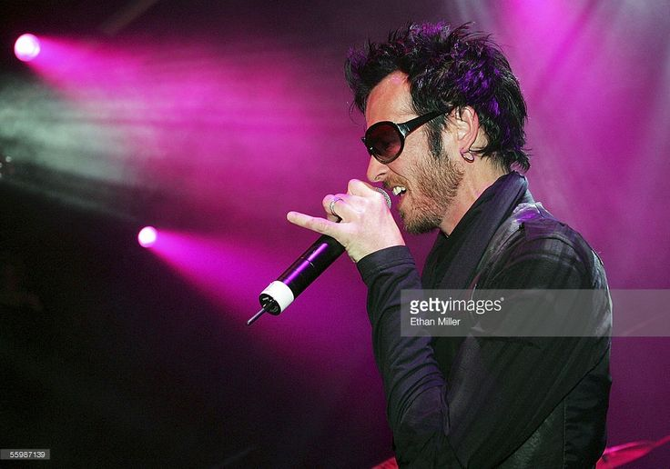 Velvet Revolver singer Scott Weiland performs with Camp Freddy during the grand opening of the Empire Ballroom October 22, 2005 in Las Vegas, Nevada.