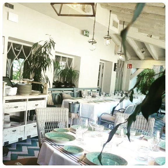 En The Eating Place visitamos y compartimos con vosotros nuestra visita a @eljardindelamaquina. Un restaurante muy recomendable para ir con grupo de amigos o familiares y disfrutar de su terraza y jardín. . . . . #jardineando #pozuelodealarcon #Madrid #interior #table #restaurant #decor #design #lifestyle #gourmet #foodie #gastronomia #food #instafood #comida #foodlover #instagood #cocina #foodgasm #restaurant #foodstagram #yummy #design #arquitetura #interiores #comer #culinary #Spain…