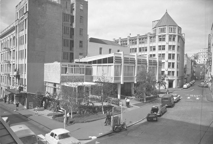 Ellen Melville Hall in Freyberg Place, Auckland, High Street (far left), O'Connell Street (centre right), Chancery Street (far right), 1963