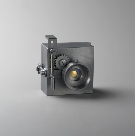 South Korea based jeweler/silversmith Hyun-seok Sim is creating some incredible pieces of functional silver art. While sculptures in their own right, each of Sim's one-of-a-kind handcrafted pieces is also a fully functional pinhole camera //