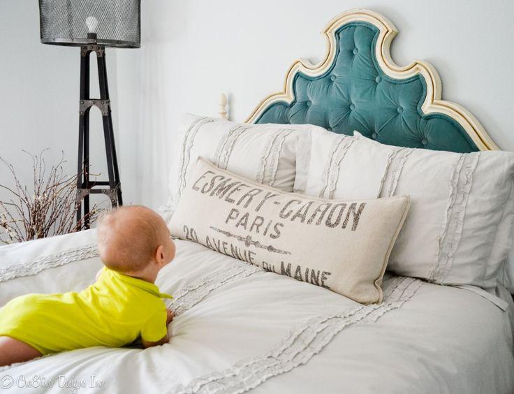 Velvet-Tufted-headboard-design-turquoise-color-velvet-tufted-headboard-design-in-white-bedroom-with-elegant-color-scheme-bedroom-design-with-black-stainless-tripod-floor-lamp-1024x786.jpg (1024×786)