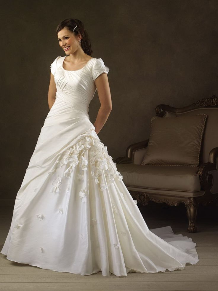 324 best the most beautiful wedding gowns ever images for Most beautiful long sleeve wedding dresses