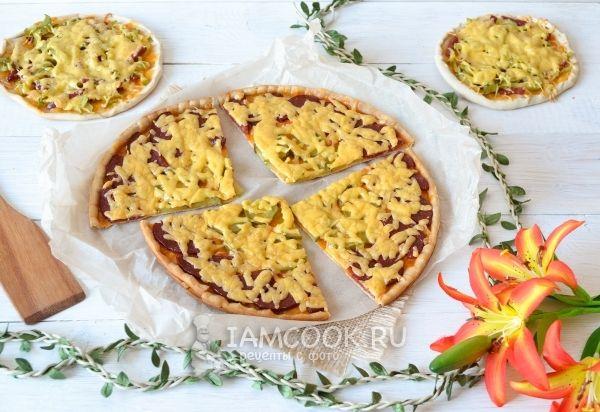 Пицца с солеными огурцами