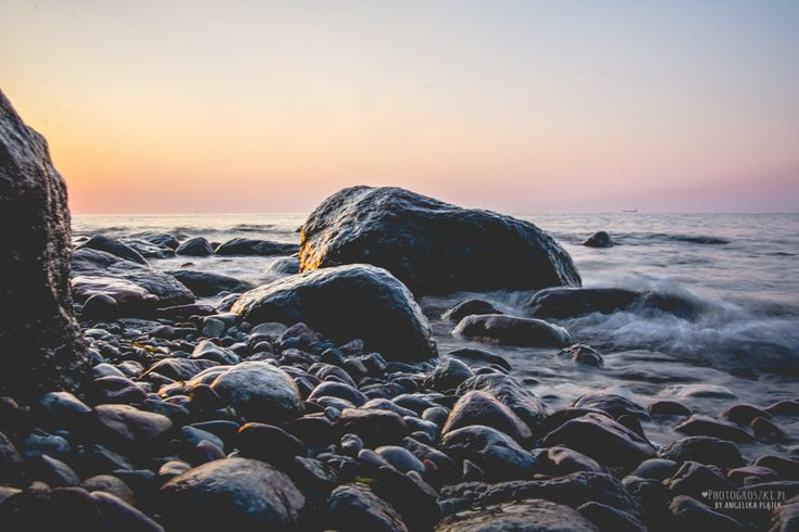 kamienie w morzu