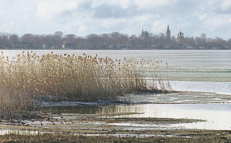 Озеро Селигер. Вид на город Осташков.