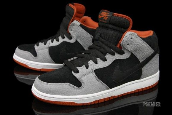 Nike SB Dunk Mid Dragon; could be the perfect gift for my boyfriend