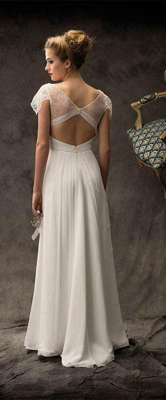 Encore une robe de mariée avec un dos en dentelle absolument sublime.