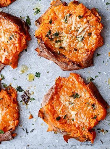 Smash sweet potatoes. Get this and more sweet potato recipes here. #sweetpotatoes #thanksgivingrecipes #thanksgivingsides