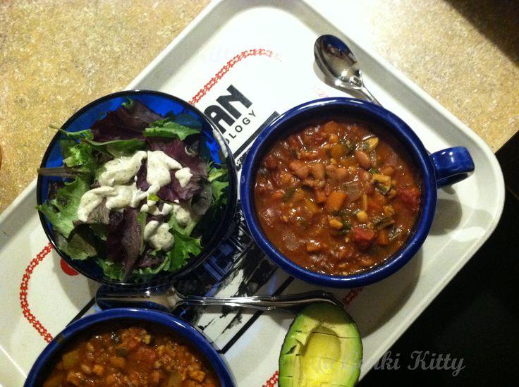 Chili con frijoles dinner
