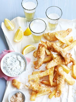 The asymmetrical arrangement of the cloth is nice. 3 lemon slices face up, 3 beer glasses, 3 sizes of containers--rule of thirds here! Beer-battered flathead with salt and vinegar chips