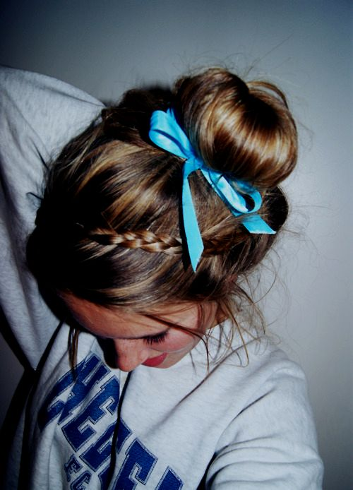 love the messy bun style w/ braid and bow