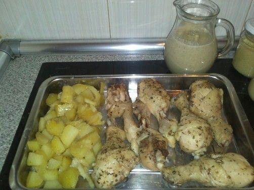 Muslitos de pollo con patatas y salsa de champi ones para - Muslitos de pollo ...