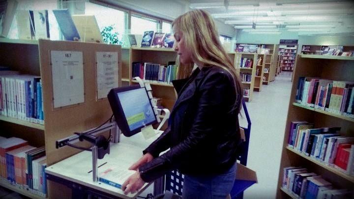RFID-konversio alkoi tällä viikolla Leppävaaran ja Tikkurilan kampuskirjastoissa, kirjat saavat kovalla vauhdilla uudet tunnisteet. Kirjojen välissä kiertelee työntekijä konversioaseman kanssa, mikä voi aiheuttaa ahtautta paikoin.