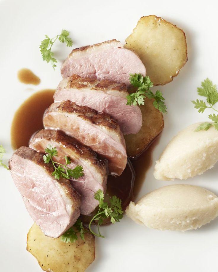 Knolselderpuree is een heerlijk en gezond alternatief op aardappelpuree. Het maakt je maaltijd lekker licht verteerbaar. Heerlijk bij de eendenborst met appel!