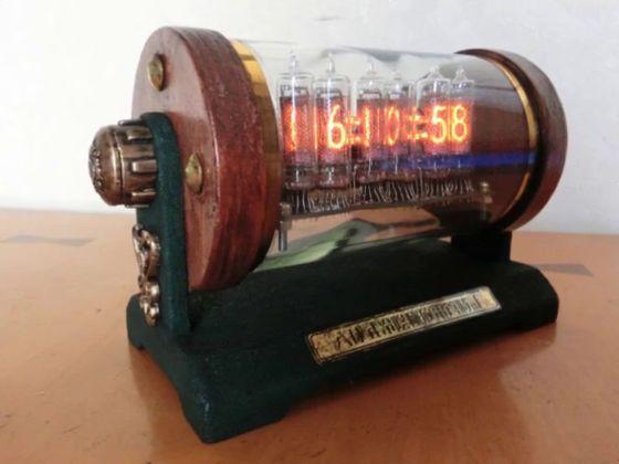 アンティークなニキシー管時計をワインボトルや100均小物で作る方法 - GIGAZINE