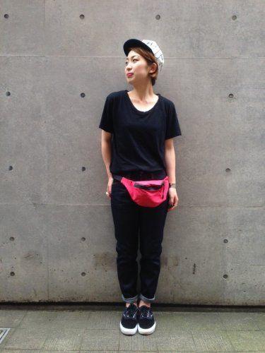 ウエストバッグで一気にスポーティな印象に!ウエストポーチのコーデ☆スタイル・ファッションの参考に♪