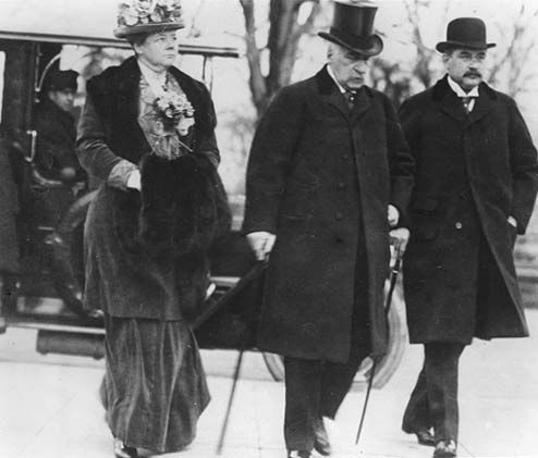 J. P. Morgan with his son and daughter arriving for the Pujo Committee hearings