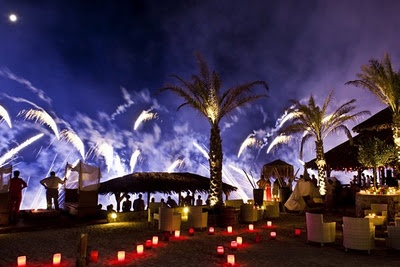 Beach wedding in Greece: Theros Wave bar