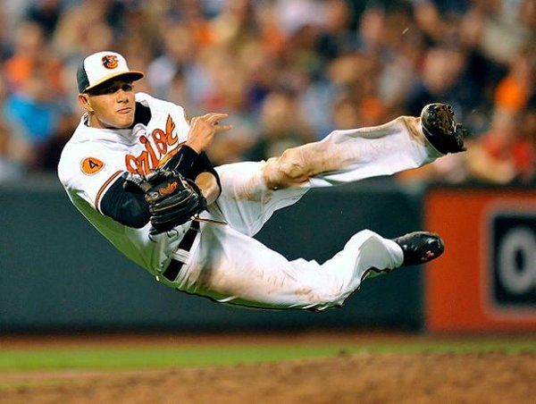 Manny Machado makes incredible barehanded play to retire Alfonso Soriano