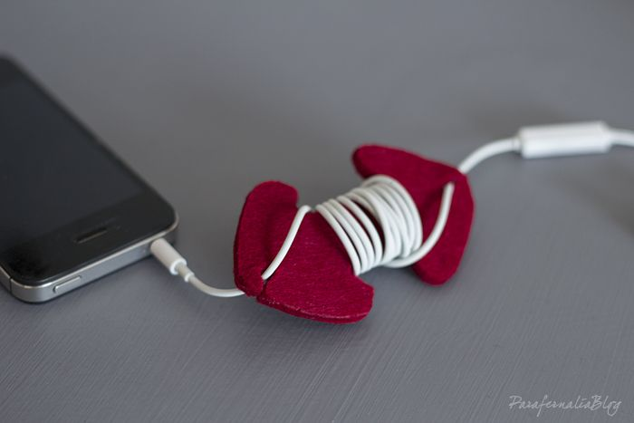 DIY Earphones Holder / Auriculares sin nudos. Haz un sujetacables con fieltro.