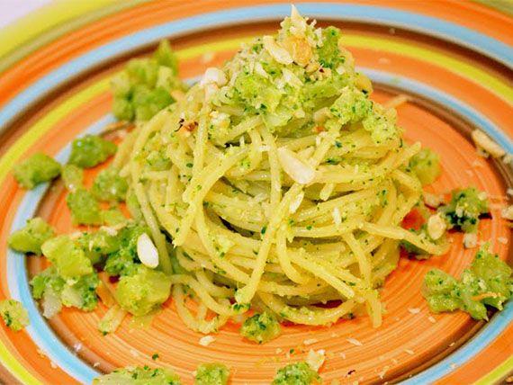 Spaghetti al pesto di broccoli e nocciole