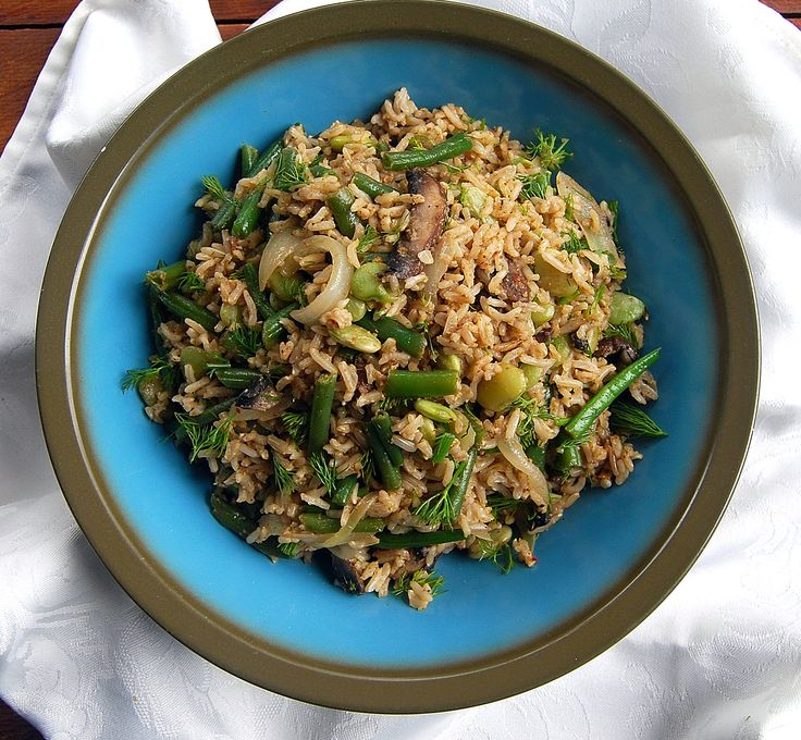 A healthy and quick brown rice salad with dill and a creamy orange dressing. This recipe is gluten-free and it comes together in just minutes.