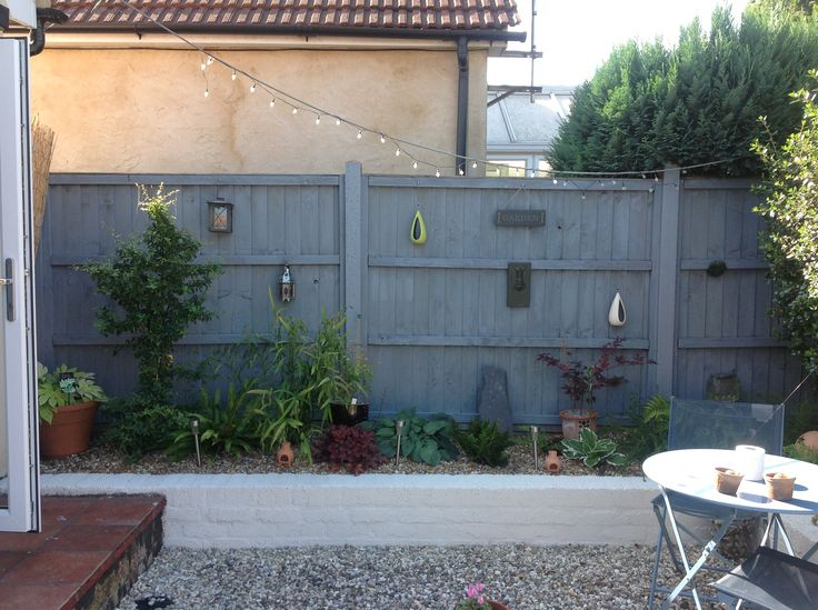 Grey fence/white painted wall