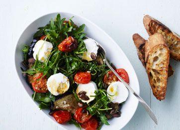 Ugens mandagsopskrift er salat med gedeost og bagte tomater. Få opskriften her
