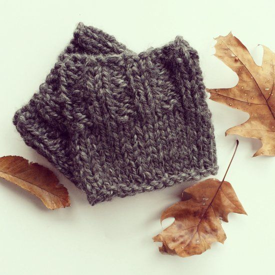 An easy and quick pattern to create a pair of super cozy boot cuffs