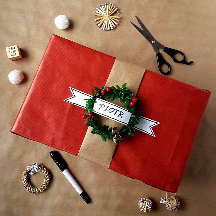kreatywne pakowanie prezentów [creative gifts wrapping - wreath and banner]