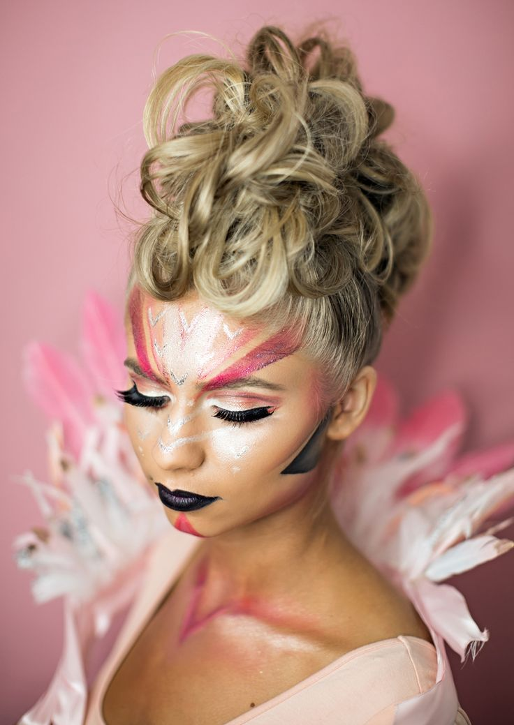 Coachella-inspired Flamingo Halloween makeup! Fun pink makeup to match your Halloween costume.