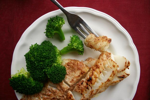 Broiled Halibut with Broccoli for Phase 2 of the #FastMetabolismDiet. This is one of the 40+ recipes in the book.