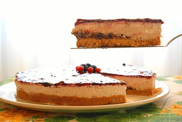 Cheesecake ai frutti rossi con scaglie di cioccolato