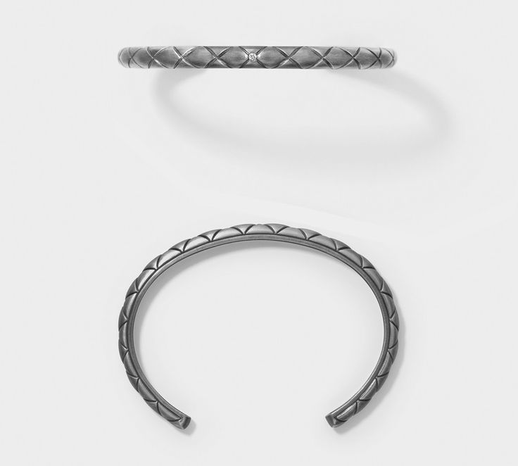Miss Burkit armring fra Line & Jo. En super fed armring udført i matteret sølv med sort rutanium, hvilket giver den det rå og mørke look. Derudover giver kryds-mønsteret og den isatte brillant hele armringen et rigtig cool udtryk :) #armring #smykker #lineogjo #missburkit