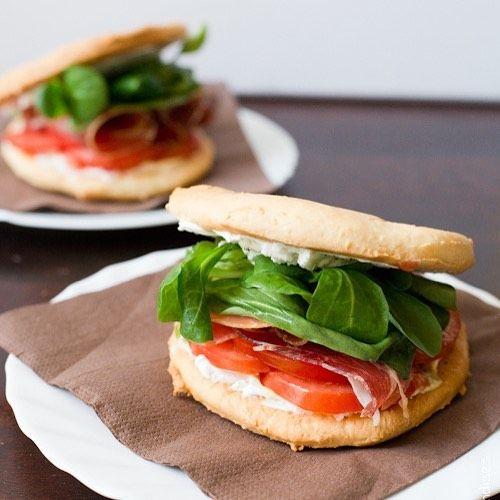 Ce sandwich me tenterait terriblement.... mais aujourd'hui je cuisine healthy !!!il fait rattraper les écarts de cet été !! Mais vous qui n'avez pas ce genre de soucis n'hésitez pas à tester cette recette.... . LIEN : http://ift.tt/2iAVniv  #food #bonappetit #foodpic #instafood #foodstagram #foodoftheday #foodie #foodpassion #foodlover #foodphotography #yummy #deliciousfood #gourmandise #faitmaison #homemade #foodblogger #foodblog #blogculinaire #recette #recipe #ontheblog #moreontheblog…