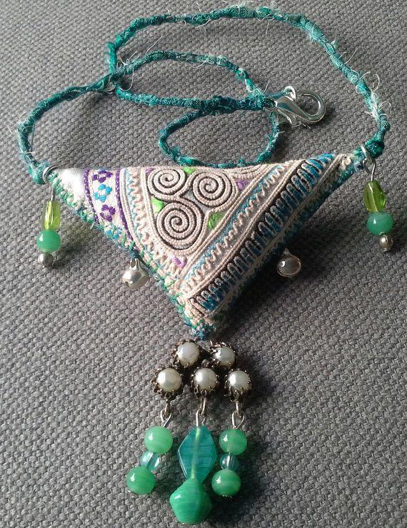 Collier/Pendentif textile  esprit bohème.  Création par VeronikB