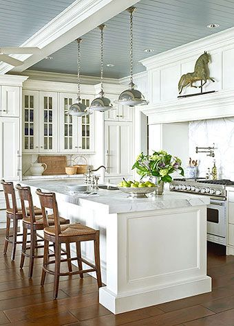 Traditional Home...I'm gonna be rich in my next life and this is what my kitchen will look like...lol