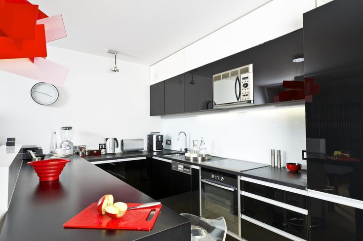 Кухня/столовая в  цветах:   Белый, Желтый, Красный, Черный.  Кухня/столовая в  стиле:   Минимализм.