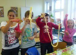 Návod na výrobu slizu na hru s deťmi po česky.