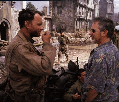 Tom Hanks e Steven Spielberg no set de o Soldado Ryan, (1998)