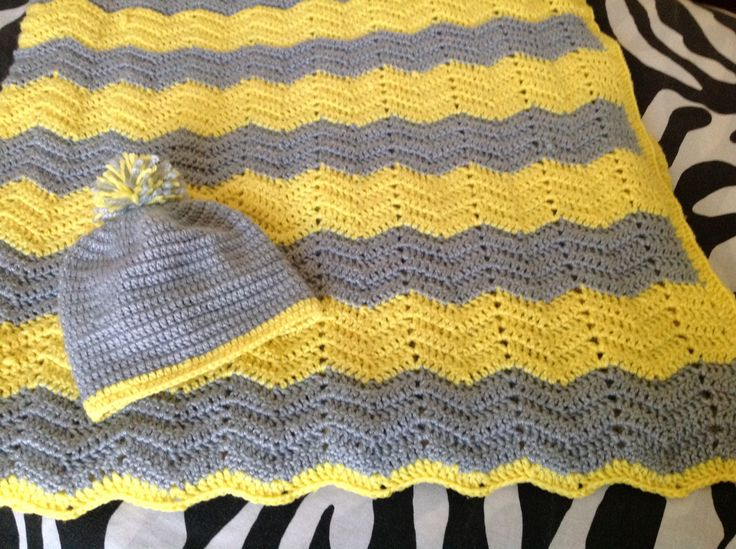 Boy set in yellow and grey.