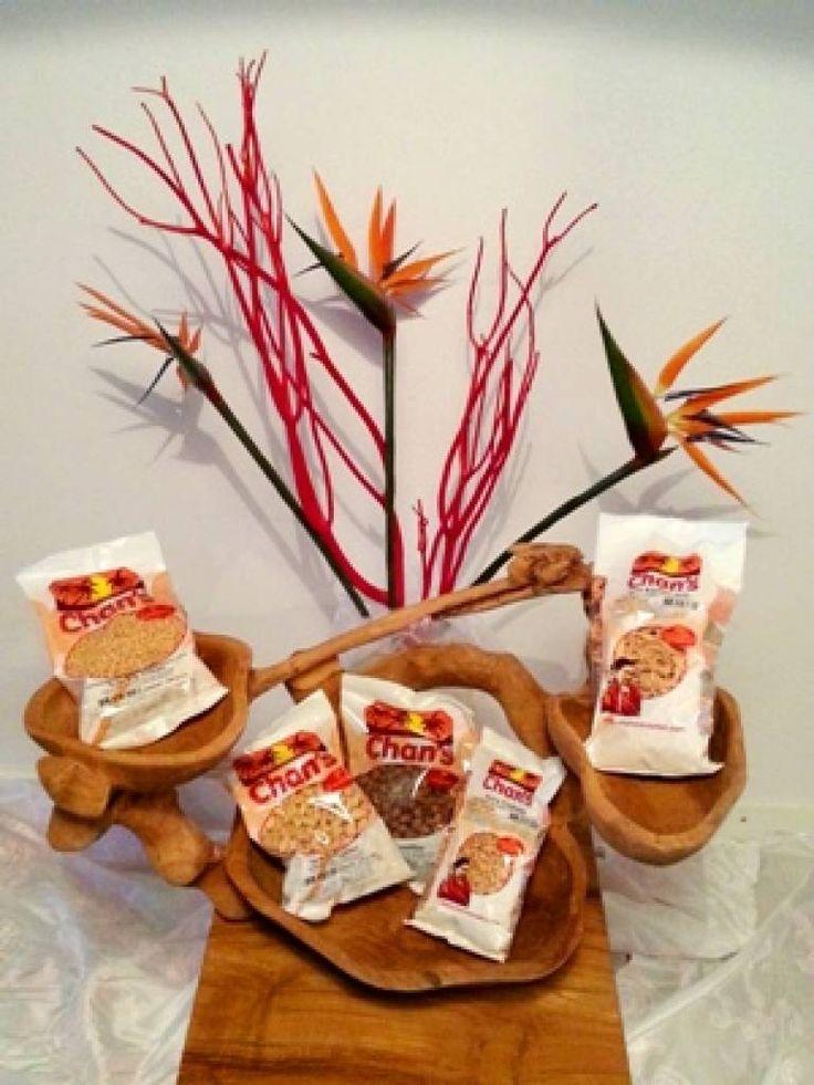 """Chans Diverse Soja """"smaken"""" mix Één 3-ounce (100 gram) portie aan Chan's sojaproducten verschaft bijna de helft of meer van de dagelijkse behoefte aan sojaproteïne."""