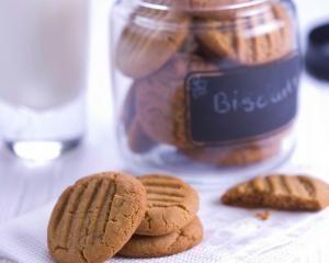 Peanut butter cookies - gluten + dairy free