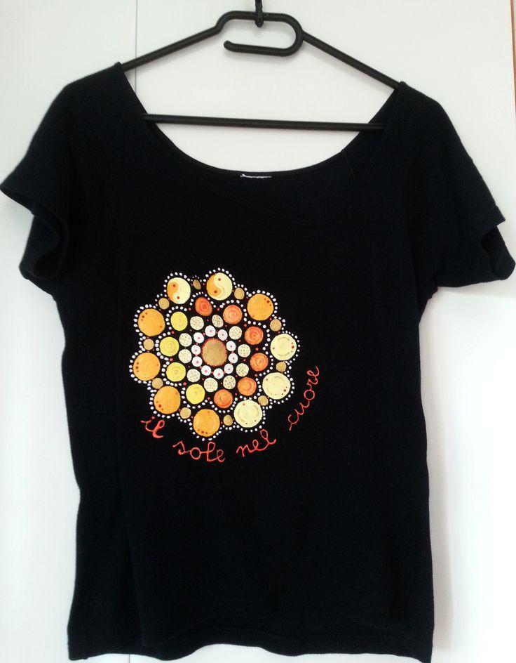 Maglietta nera con sole - pittura su stoffa
