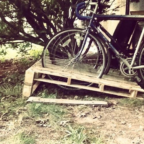 #palletcraft bike rack. Made with free pallets