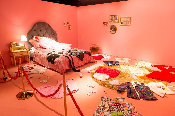 「渡辺直美展 Naomi's Party」全国に巡回 - 私服やメイク映像、好物グルメなど | ファッションプレス
