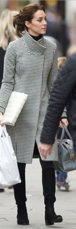 Kate Middleton's black print coat>REISS